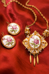 Antique Costume Jewelry In Atlanta Tucker Conyers And Other Value Village Locations